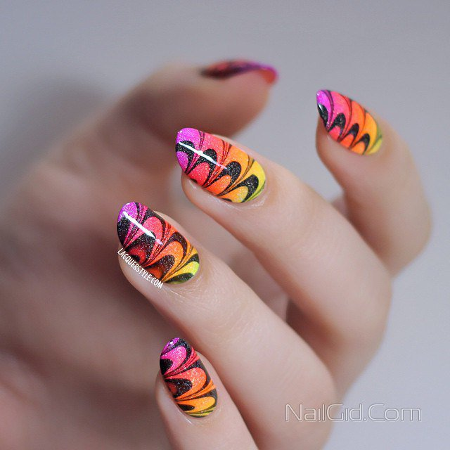 Короткие ногти цветной формы с гель-лаком