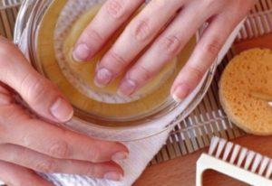 Маска для крепких ногтей с ромашкой и медом