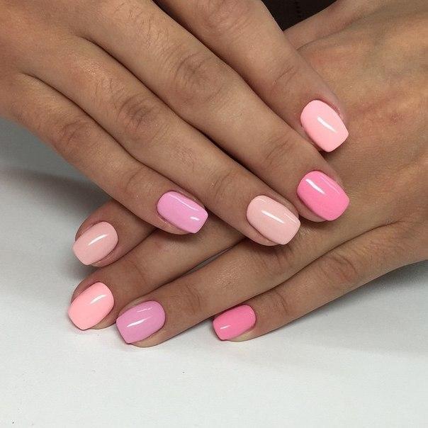 Квадратные ногти разноцветные короткие