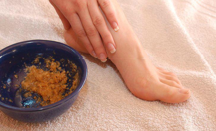 Как размягчить кожу на ступнях перед педикюром