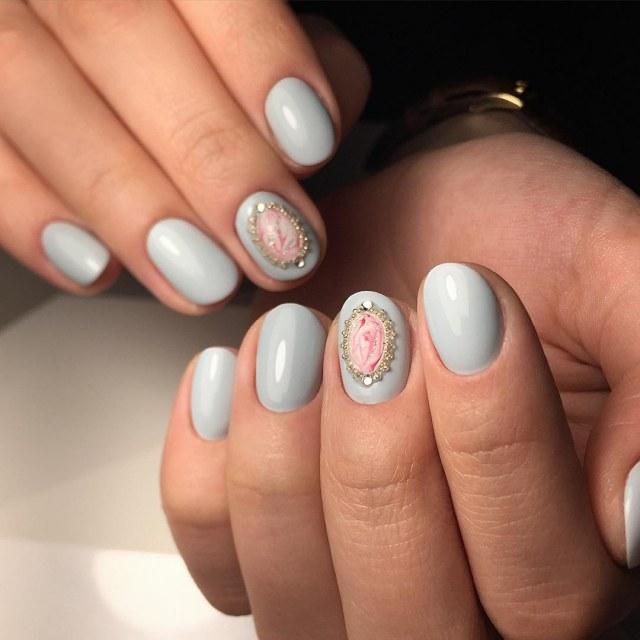 Короткие овальные ногти покрытые гель клаком