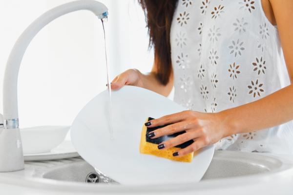Как мыть осуду, чтобы ногти были крепкими