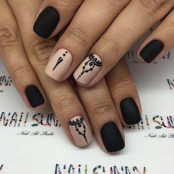 Восточный рисунок на матовых ногтях фото