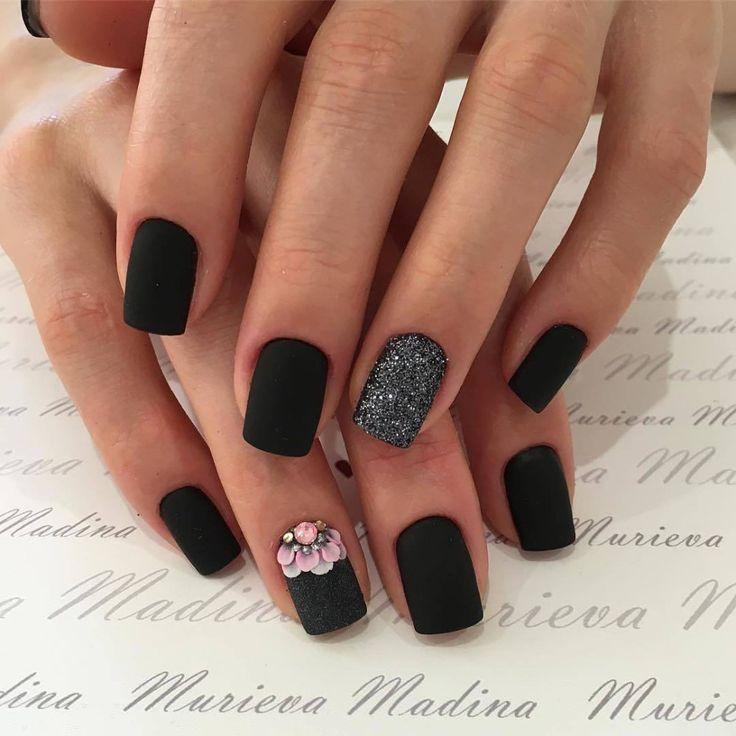 Натуральные квадратные ногти с черным матовым покрытием фото