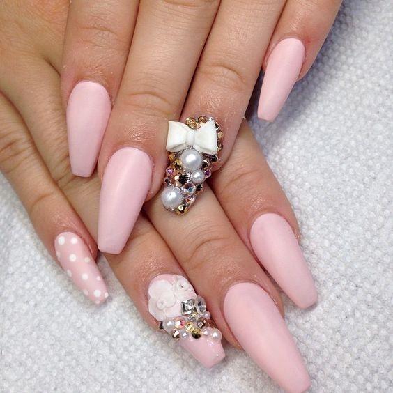 Балерина ногти розового цвета со стразами фото