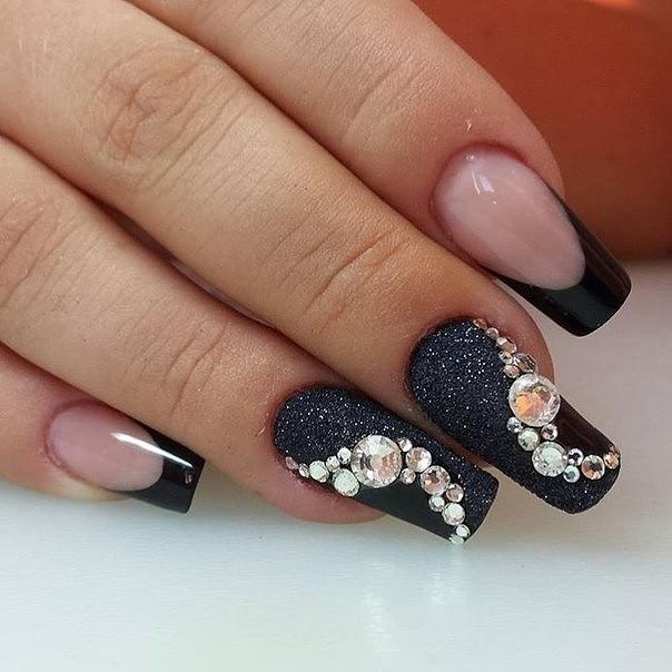 Черный френч на нарощенных длинных ногтях фото