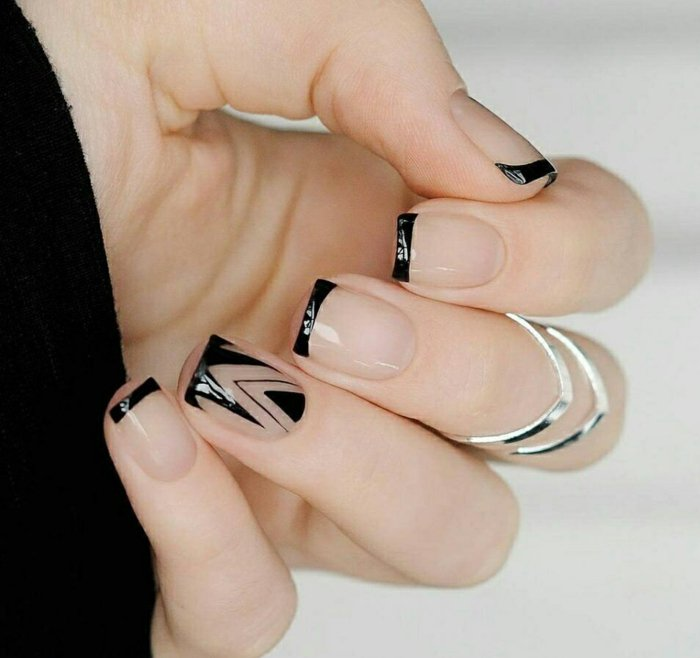 Необычный черный маникюр френч с прозрачной основой фото
