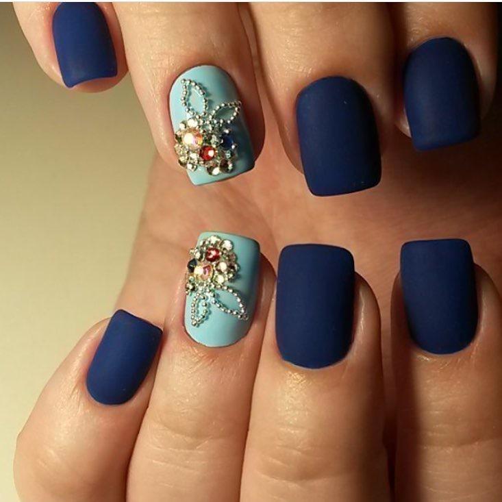 Матовые короткие квадратные ногти фото синего цвета