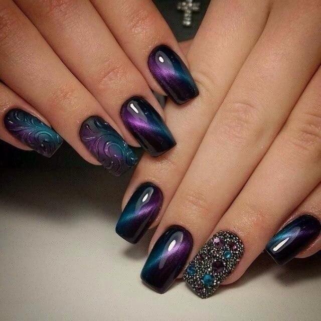 Фиолетовый маникюр магнитным гель лаком фото