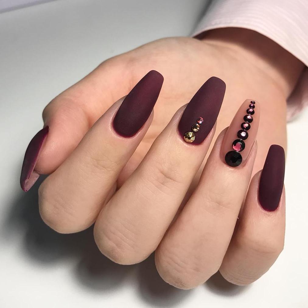Балерина ногти коричневые матовые фото