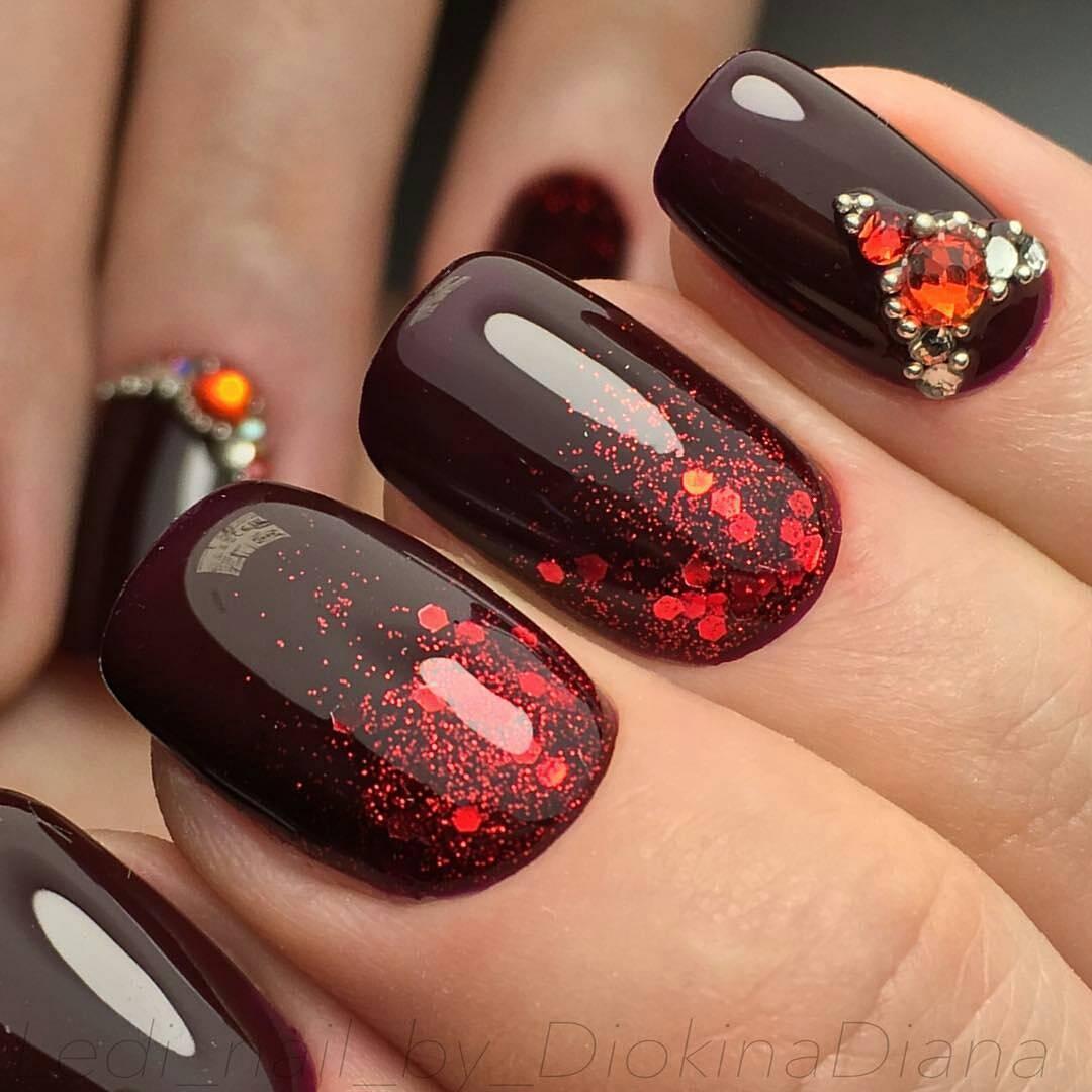 Покрытие ногтей темным глиттерным гелем фото