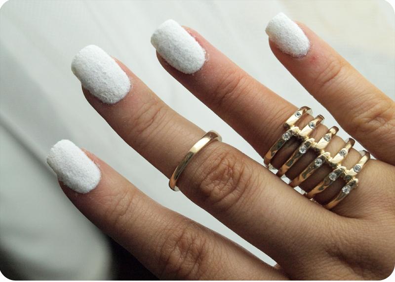 Белые бархатные ногти фото