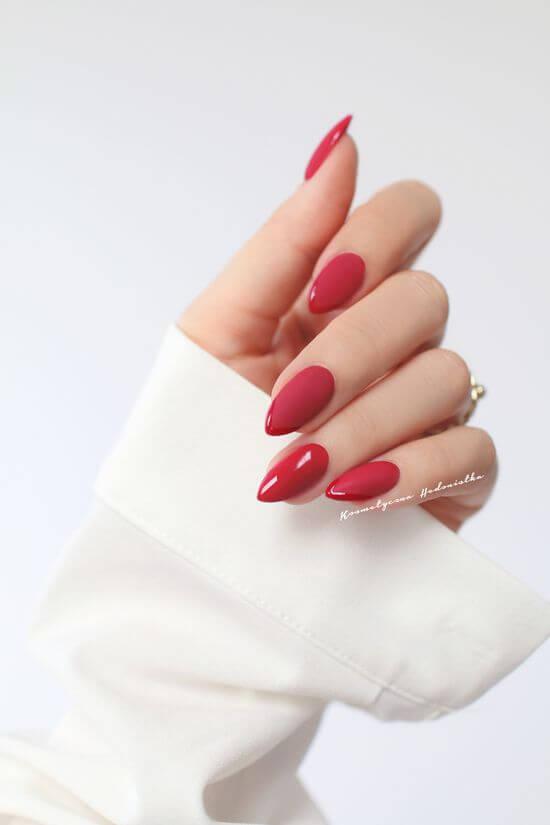 красные ногти заостренной формы